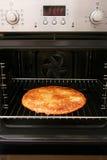 被烘烤的自创烤箱薄饼 免版税库存图片