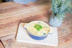 被烘烤的菠菜用乳酪-普遍的泰国食物 库存照片
