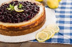 被烘烤的蓝莓柠檬乳酪蛋糕 库存照片