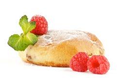 被烘烤的蛋糕薄菏莓 免版税库存图片