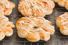 被烘烤的面包薄饼 免版税库存图片