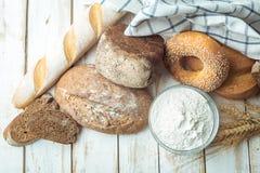 被烘烤的面包 库存照片