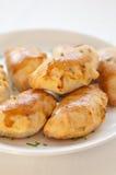 被烘烤的饺子擦亮传统 库存照片
