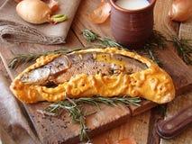 被烘烤的鱼酥皮点心 库存照片