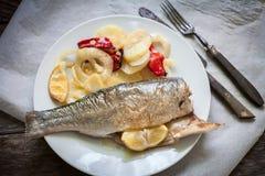 被烘烤的鲈鱼 免版税库存图片