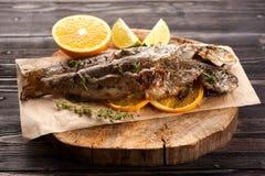 被烘烤的鳟鱼鱼 库存照片