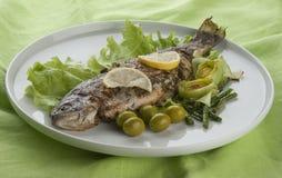被烘烤的鳟鱼 免版税图库摄影