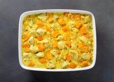 被烘烤的鸡和南瓜用奶油沙司以烘烤形式 免版税库存照片