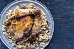 被烘烤的鸡晚餐用水菰 库存照片