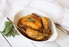 被烘烤的鸡用草本 图库摄影