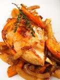 被烘烤的鸡用葱和桔子 图库摄影