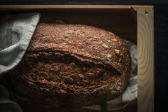 被烘烤的黑面包新鲜 免版税库存图片