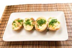 被烘烤的halfs土豆 库存照片