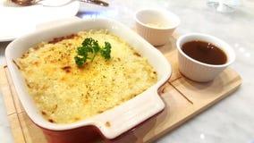 被烘烤的lasanya用乳酪 免版税库存照片
