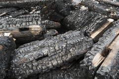 被烧焦的木粱背景 免版税库存图片
