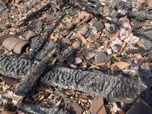 被烧焦的被烧的废墟和遗骸  免版税图库摄影