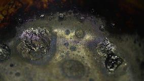 被烧的变黑的罐 影视素材