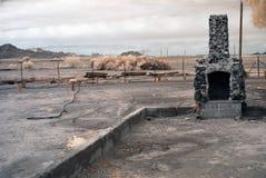 被烧的壁炉房子 免版税库存照片