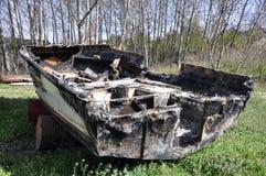 被烧的小船 免版税库存照片