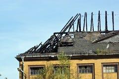 被烧的屋顶 库存照片