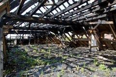 被烧的屋顶 免版税库存照片