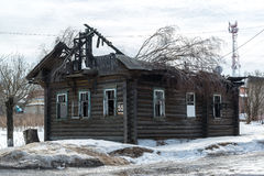 被烧的木房子 库存图片