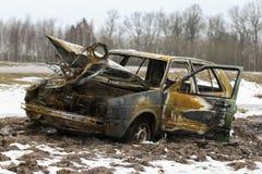 被烧的汽车,烧光车身,打破的车 免版税库存照片