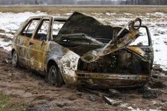 被烧的汽车,烧光车身,打破的车 免版税库存图片