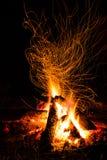 被烧的火楼层房子晚上一餐馆三二 免版税库存照片