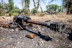 被烧的火炮枪,战争行动后果,乌克兰和Donbass冲突 免版税库存图片