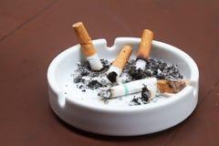 被烧的香烟 库存图片