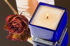 被烧的香草,桃子闻了蜡烛 图库摄影