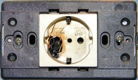 被烧的AC插口 免版税库存图片