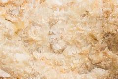 被照亮的切片大理石石华 水平的图象 温暖的镇静颜色 背景,类似玛瑙的条纹大理石纹理的美好的关闭 图库摄影