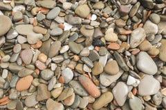 被环绕的石头 免版税库存图片