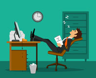 被用尽的疲乏的乏味雇员睡觉腿在工作书桌的桌上 皇族释放例证