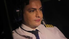 被用尽的试验飞行班机和考虑休息,负责任的工作 股票录像