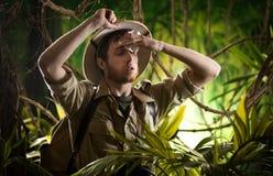 被用尽的年轻探险家在密林 库存照片