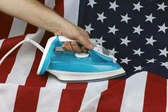被电烙的被弄皱的美国旗子 免版税图库摄影