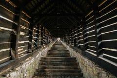 被盖的楼梯在SighiÈ™oara 免版税图库摄影