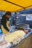 被盘问的乳酪三明治卖主 免版税库存照片
