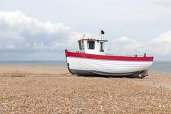 被看见的新的渔船岸上 免版税库存图片
