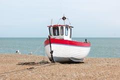 被看见的新的渔船岸上 免版税库存照片