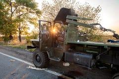 被破坏的军用卡车,战争行动后果,乌克兰和Donbass冲突 免版税图库摄影