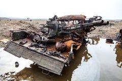 被破坏的军用卡车,战争行动后果,乌克兰和Donbass冲突 免版税库存照片