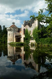 被破坏的城堡反映 库存图片