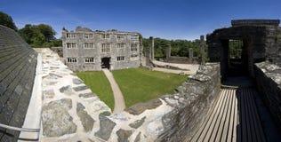 被破坏的城堡 免版税库存照片