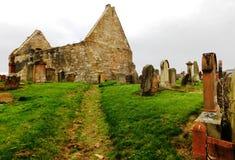 被破坏的教会和古老坟场,南艾尔郡,苏格兰 库存图片