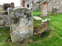 被破坏的教会和古老坟场,南艾尔郡,苏格兰 免版税图库摄影