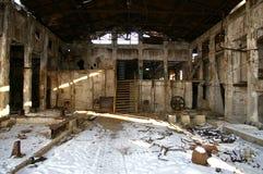 被破坏的老工厂 免版税库存照片